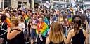 Prezident Macron chce lesbám umožnit podstoupit umělé oplodnění. Vyjdou Francouzi znovu do ulic?
