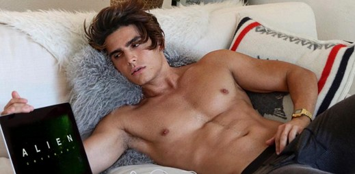 Instagram: 15 sexy fotek mladé šelmy Troye Pesa