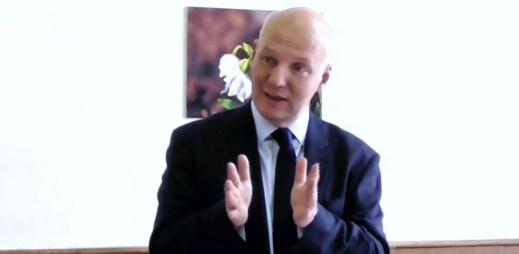 """""""Homosexuála bych ústavním soudcem nejmenoval,"""" zaskočil své voliče kandidát na prezidenta Pavel Fischer"""