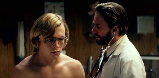 """Nový trailer k filmu """"My Friend Dahmer"""" podle skutečné události: Psychopat, který znásilnil a zabil 17 mužů"""