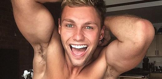 Instagram: 19 fotek žhavého modela Charlese Laurenta, kterému na internet unikly nahé fotky. Je vidět úplně všechno!