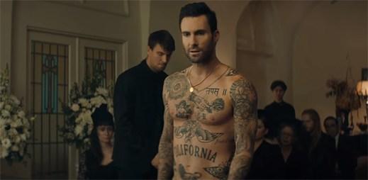 """Maroon 5 nechce přijít o lásku své přítelkyně v klipu """"Wait"""""""