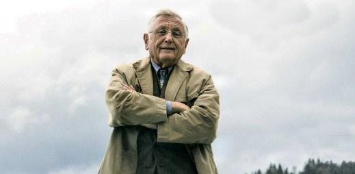 "Nový trailer k filmu ""Tlumočník"" s Jiřím Menzleem"