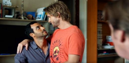"""Trailer k filmu """"Vezmeš si mě, kámo?"""": Bláznivá francouzská komedie o dvou mužích, kteří se museli vzít"""