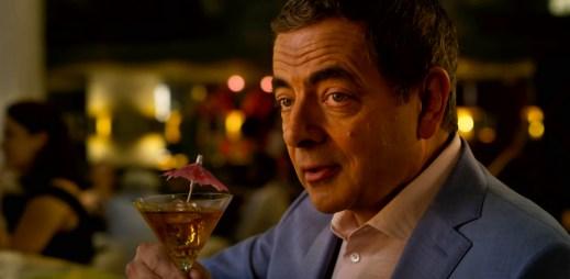 """Nový trailer k filmu """"Johnny English znovu zasahuje"""": Rowan Atkinson se vrací. Je silnější, svůdnější a neporazitelný"""