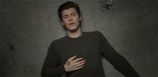 """Shawn Mendes prožívá smutek s vědomím naděje v klipu """"In My Blood"""""""