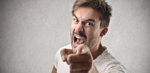 Jak se bránit, když na vás někdo zaútočí? Nevolejte o pomoc, v 90 % případů vás nikdo neposlechne