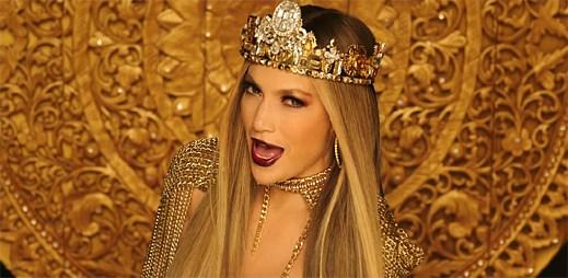 """Jennifer Lopez touží po prstenu v novém klipu """"El Anillo"""""""