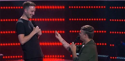 Podívejte se na úžasnou žádost o ruku mladého gaye v australském The Voice