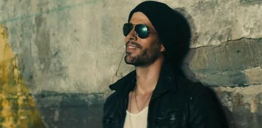 "Enrique Iglesias se stává závislým na twerkující ženě v klipu ""Move to Miami"""