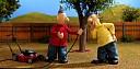 """Trailer k filmu """"Pat a Mat znovu v akci"""": Ucpaný odpad je nuda, teď instalují solární panely a kamery"""