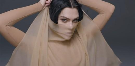 """Všechny ženy jsou královny, ukazuje Jessie J v hudebním videu """"Queen"""""""