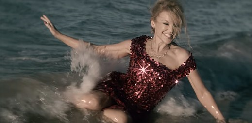 """Kylie Minogue zůstává zlatá a nikdy se nevzdá v klipu """"Golden"""""""