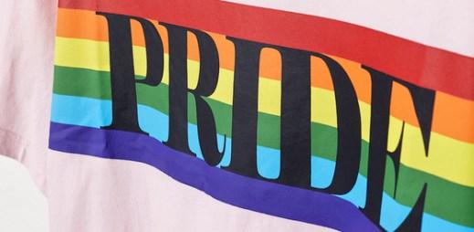 """H&M úplně poprvé představilo novou kolekci na podporu Gay Pride. """"Láska je pro všechny,"""" říkají návrháři"""