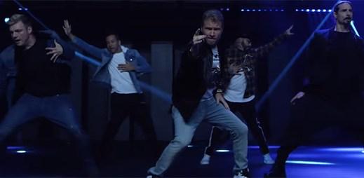 """Backstreet Boys našli správnou lásku v klipu """"Don't Go Breaking My Heart"""""""