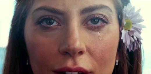 """Nový trailer k filmu """"Zrodila se hvězda"""": Remake slavného muzikálu s Lady Gaga a Bradley Cooperem"""