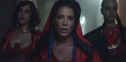 """Halsey do svého nového klipu """"Strangers"""" homosexulitu s Lauren Jauregui nepromítla"""