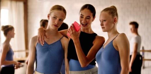 """Trailer k filmu """"Dívka"""": Empatický snímek o dívce, která se narodila do špatného těla"""
