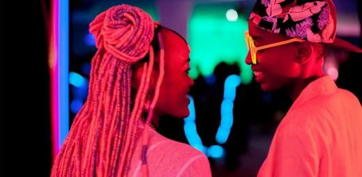 """Trailer k filmu """"Rafiki"""": Nová tvář africké kinematografie, která odvážně boří tradiční tabu"""