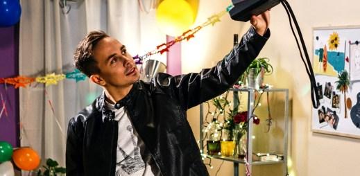 """Kapela Slza v novém klipu """"Nový obzory"""" vzpomíná na školní léta"""