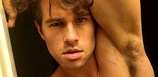 Instagram: 15 sexy fotek Brada Murphyho s otevřenou duší