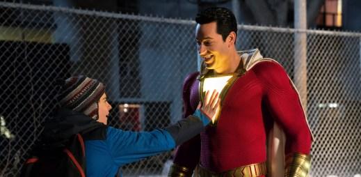 """Trailer k filmu """"Shazam!"""": Z obyčejného kluka se stal superhrdina, který má sílu řeckých bohů"""