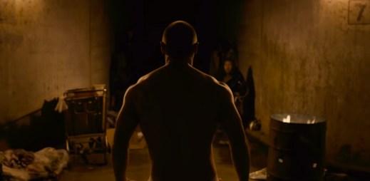 """Trailer k filmu """"Skleněný"""": Nový thriller s Brucem Willisem spojuje filmy Vyvolený a Rozpolcený"""