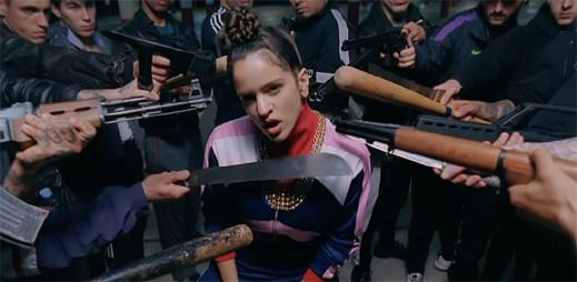 """Rosalía popisuje svou žárlivost v emočně nabitém klipu """"Pienso En Tu Mirá"""""""