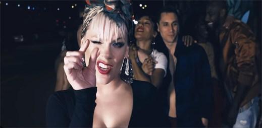 """Každý má tajemství. Zpívá Pink v neočekávaném gay friendly klipu """"Secrets"""""""