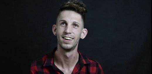"""Video: """"Láska je spojení dvou lidí,"""" říká finalista Gaymana Robert Görföl"""