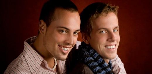 Registrované partnerství uzavřelo v ČR téměř 3 000 párů. Homosexuální páry jsou mnohem stabilnější než heterosexuální!
