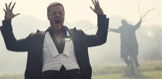 """Imagine Dragons v domě plného zvláštností zanechávají zármutek v klipu """"Natural"""""""