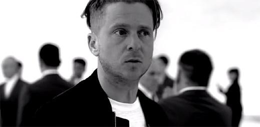 """OneRepublic se nemohou napojit na lidi, kteří zírají jen do mobilu v novém klipu """"Connection"""""""