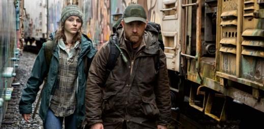 """Trailer k filmu """"Beze stop"""": Vydají se na cestu do divočiny s vidinou naprosté nezávislosti na ostatních"""