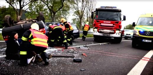 Bezpečná jízda: 11 nejdůležitějších věcí, které musíte vědět a udělat, když přijedete k dopravní nehodě. Vědět, znamená přežít!