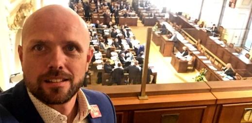 Živě: Poslanci hlasují o manželství pro gaye a lesby. Sledujte on-line video!