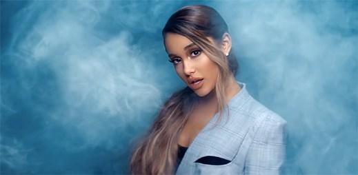 """Ariana Grande se ztrácí v oblacích v klipu """"Breathin"""""""