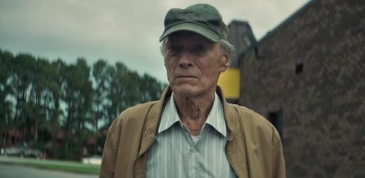 """Nový trailer k filmu """"Pašerák"""": Clint Eastwood se opět chopil režie i hlavní role!"""