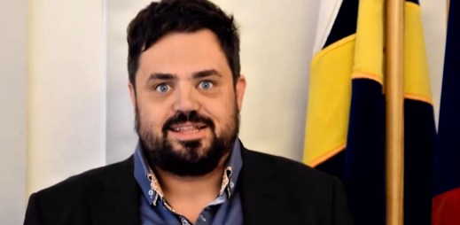 """Novinář a starosta Pavel Novotný: """"Souhlasím s manželstvím gayů a leseb, protože to je absolutně normální!"""""""