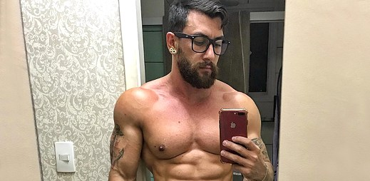 Instagram: 17 sexy fotek svalnatého gay Brazilce Rafaela Enriqueho