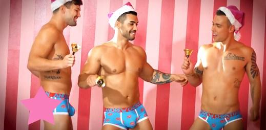 Video: 3 zatraceně sexy kluci od Andrew Christiana přejí veselé Vánoce
