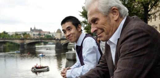 """Trailer k novému filmu """"Na střeše"""": Mohou takto dva rozdílní muži žít ve společném bytě?"""
