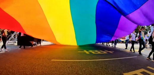 Další velké japonské město Čiba uznalo gay a lesbické svazky. Gratulujeme!