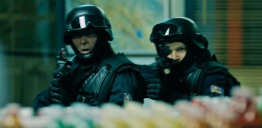 """Nový trailer """"Úhoři mají nabito"""": Hrají si na Útvar rychlého nasazení, ale dostanou se do pořádného průšvihu"""