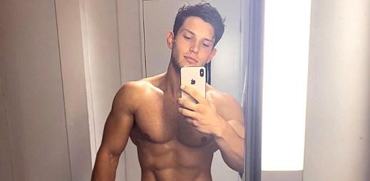 Instagram: 15 žhavých fotek fitness trenéra Joshe Ivory se svalnatým tělem