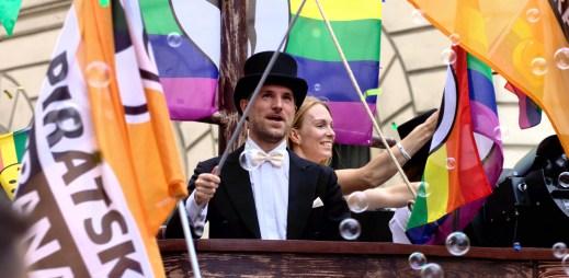Primátor Prahy Zdeněk Hřib souhlasí s manželstvím pro gaye a lesby. Podepsal výzvu Jsme fér!