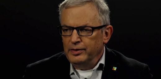 Senátor David Smoljak souhlasí s manželstvím pro gaye a lesby