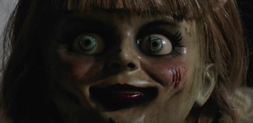 """Nový trailer k filmu """"Annabelle 3"""": Vítejte zpět v zajetí démonů"""