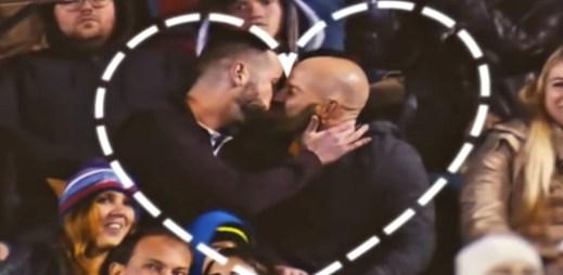 """Gay video """"Kiss Cam"""": Úžasný polibek dvou gayů před zraky fanoušků amerického fotbalu. Toto nikdo nečekal!"""