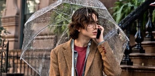 """Nový trailer k filmu """"Deštivý den v New Yorku"""": Romantická komedie od filmového mága Woodyho Allena"""
